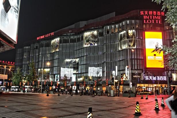 Wangfujing - con 280 negozi è il luogo ideale dove passare le sere a Pechino
