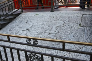 Lastra di marmo lunga più di 16 metri con Draghi (simbolo dell'Impero)che giocano fra le nuvole - ph Manu Nove