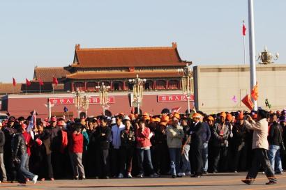 Piazza Tienanmen cinesi in fila per il mausoleo di Mao Tse-tung