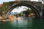Ponte pericolante sul fiume
