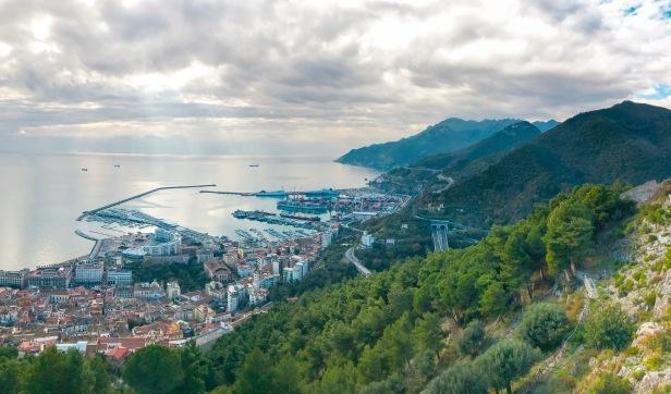 Vista da Salerno verso la Costiera - un viaggio per due